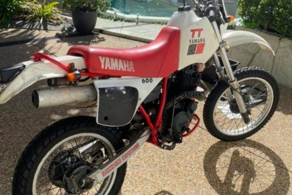 Motorcycle Yamaha TT 600